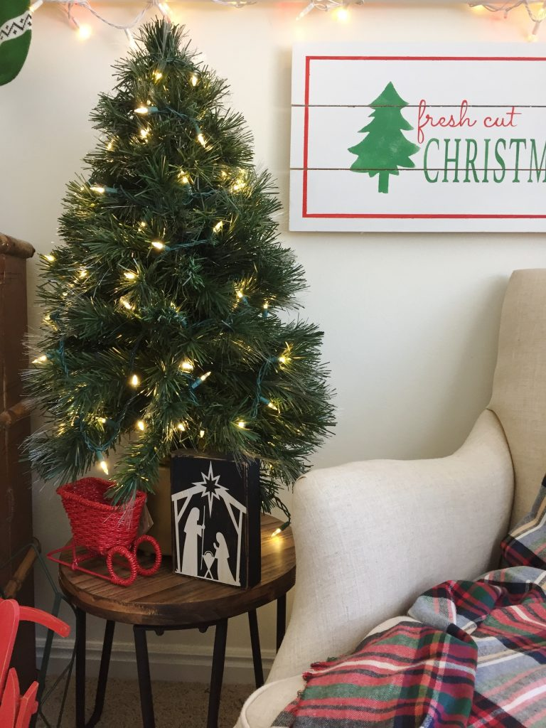 Host a craft night making these darling Fresh Cut Christmas Tree signs!